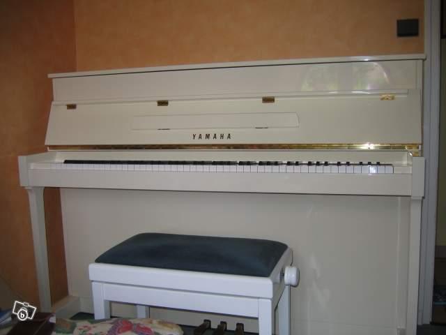 piano yamaha e 110 blanc c113 noir petite annonce. Black Bedroom Furniture Sets. Home Design Ideas