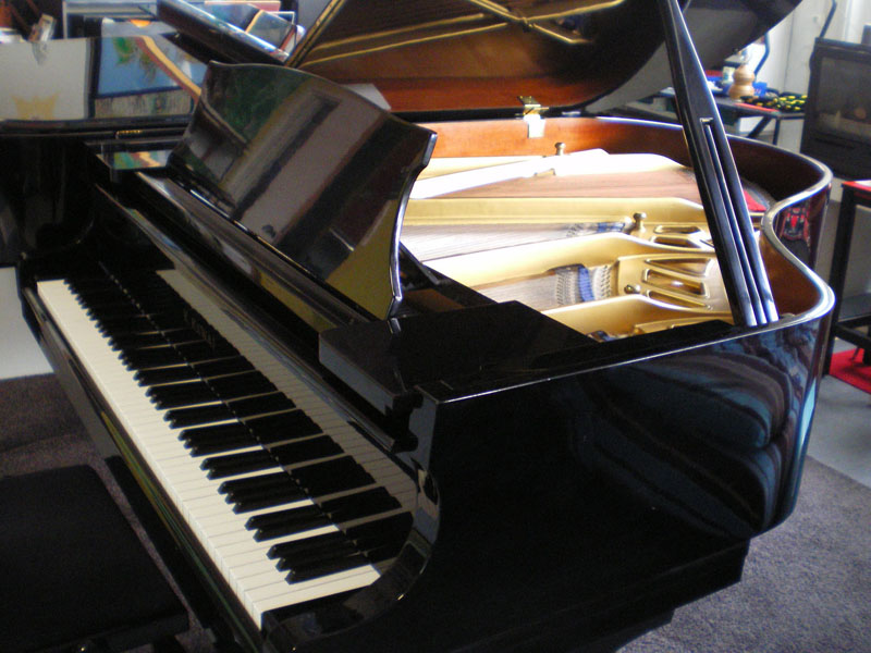 Photo : Piano Kawai KG2