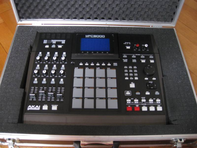 Photo annonce AKAI   MPC  5000 V2 + Extension memoire + Fly