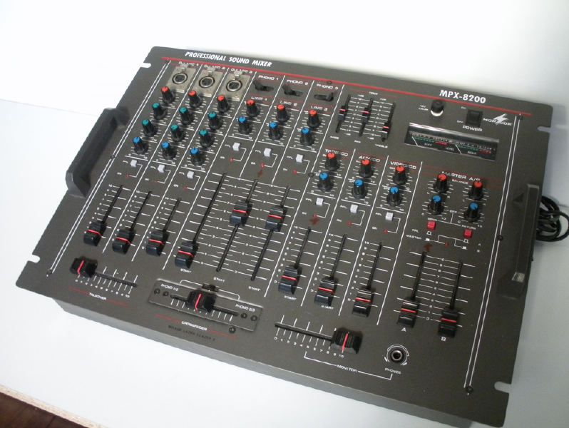 table de mixage mpx 8200