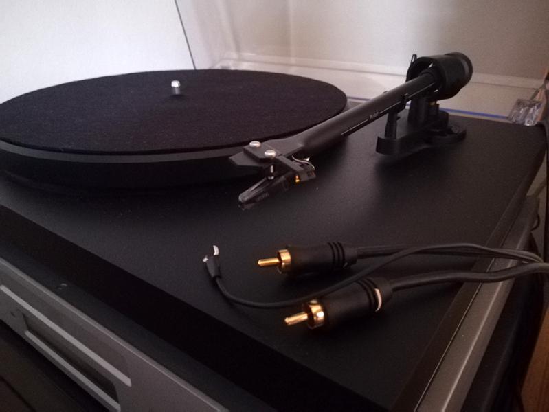 Photo : Platine  Vinyle  Project Debut + Pre Ampli