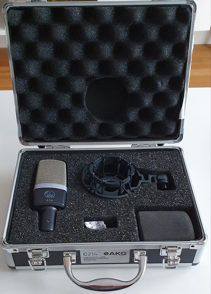 Photo annonce AKG     C214     Complet avec boite et accessoires