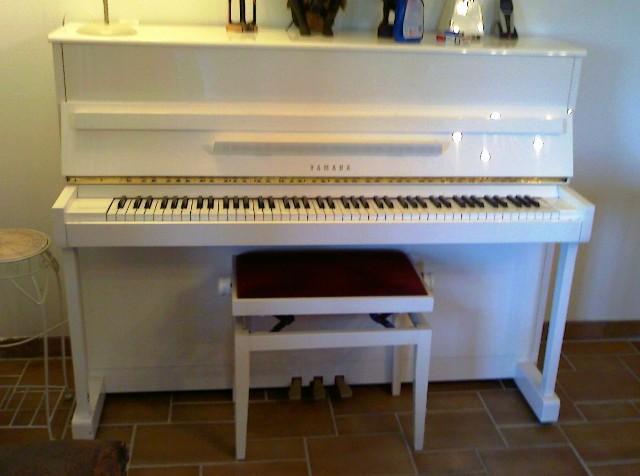 piano yamaha lu 201c blanc petite annonce trocmusic. Black Bedroom Furniture Sets. Home Design Ideas
