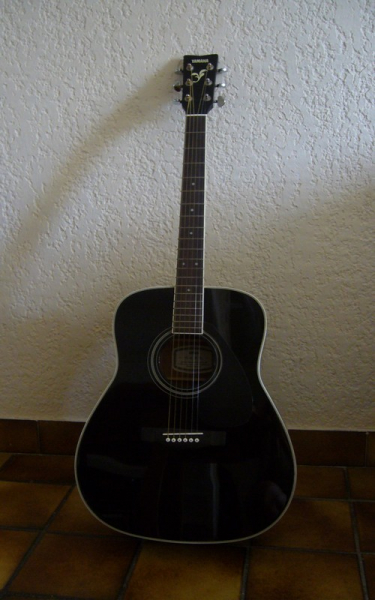 Guitare folk yamaha fg 423 s housse petite annonce for Housse guitare folk
