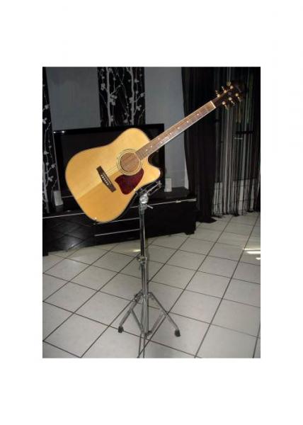 stand guitare folk petite annonce trocmusic. Black Bedroom Furniture Sets. Home Design Ideas