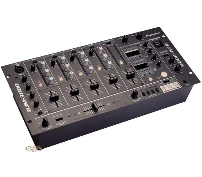 table de mixage dj pioneer djm 3000 petite annonce trocmusic. Black Bedroom Furniture Sets. Home Design Ideas