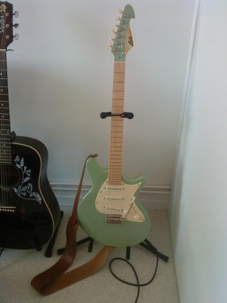 guitare electrique lag jet 100 petite annonce trocmusic. Black Bedroom Furniture Sets. Home Design Ideas