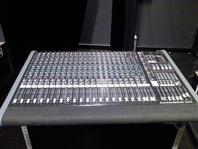 Table De Mixage Hk Audio Target 244 5 Petite Annonce Trocmusic