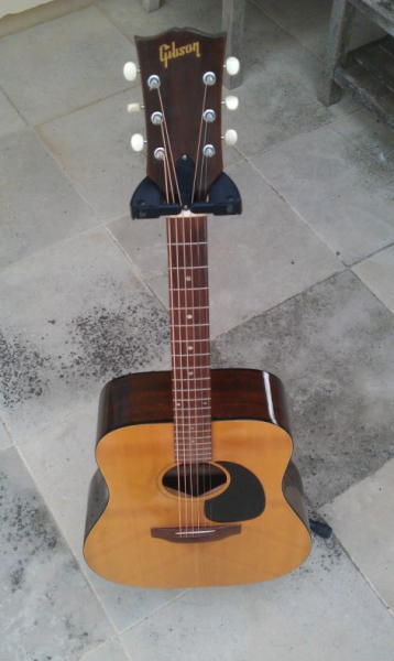 guitare folk gibson j40 1972 petite annonce trocmusic. Black Bedroom Furniture Sets. Home Design Ideas