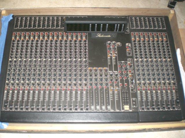 Photo annonce Table de mixage 24 voies Studio Master 2