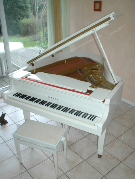 piano yamaha g2 1 4 de queue laque blanc petite annonce. Black Bedroom Furniture Sets. Home Design Ideas