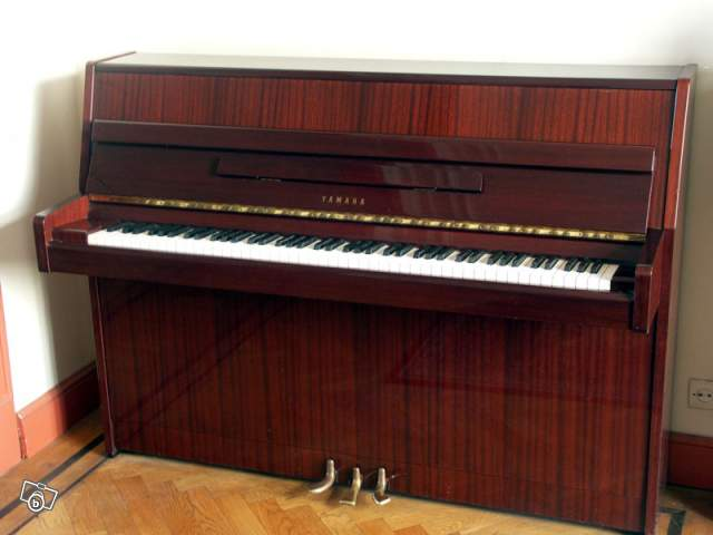 piano droit yamaha a saisir petite annonce trocmusic. Black Bedroom Furniture Sets. Home Design Ideas
