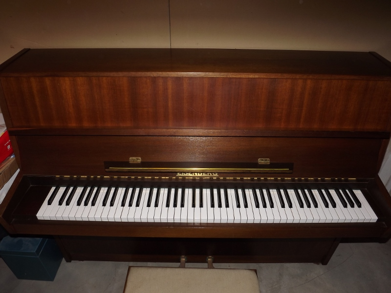 piano droit eisenberg petite annonce trocmusic. Black Bedroom Furniture Sets. Home Design Ideas